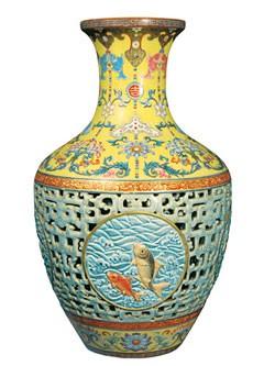 Ваза времен императора Цяньлуна около 1740-х гг