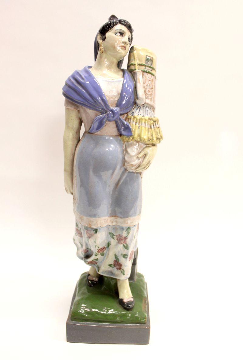 Девушка с коклюшками нач 20 века высота 46см подпись старт 350 евро