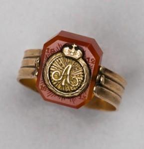 Россия, 1814 г. Сердолик, золото; чеканка, резьба по камню. Поступило в 1923 г.