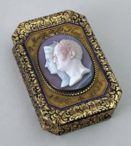 Санкт-Петербург, 1826 г. Мастер И. Кейбель; камея - Дж. Джирометти. Агат, золото; гравировка, эмаль, канфарение.