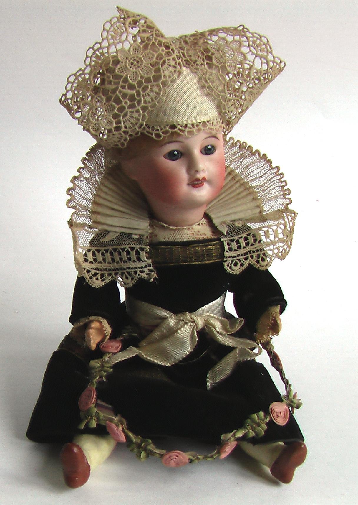 SFBJ антикварная старинная кукла в национальном костюме, Франция, цена 29 000 руб, жмите на фото чтобы прочитать полное описание