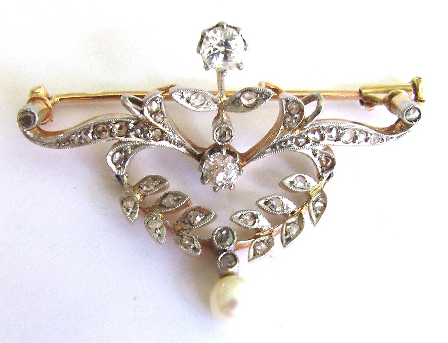 брошь фермуар с бриллиантами и жемчугом с платиной 1920-30 годы.