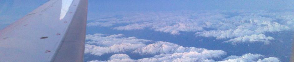 вид из окна самолета на горы