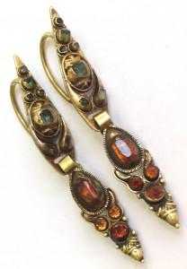 древние золотые серьги с изумрудами и топазами 18 век
