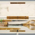 золотой набор для шитья ножницы наперсток шило кость старт 1200 евро