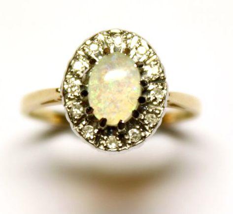золотой 18К перстень кольцо с опалом и бриллиантами в белом золоте, старт 350 евро