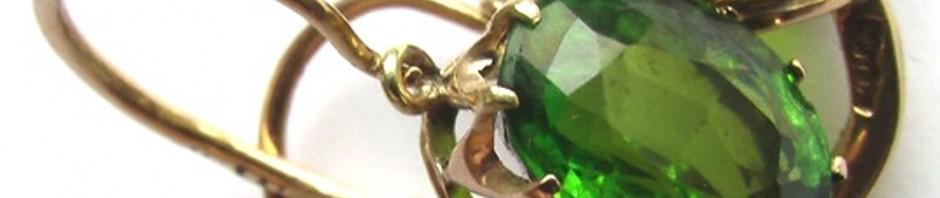 золотые серьги с демандоидами ( зелеными гранатами)