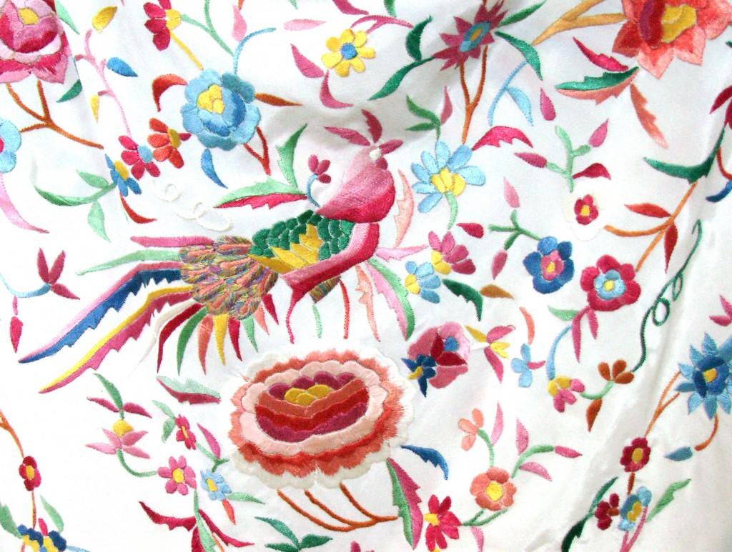 купить испанскую старинную шелковую шаль вышивка гладью