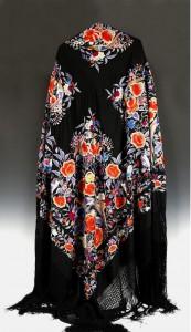 испанская шелковая шаль с двухсторонней вышивкой гладью