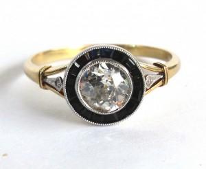 Кольцо с бриллиантом и сапфирами старинное золотое