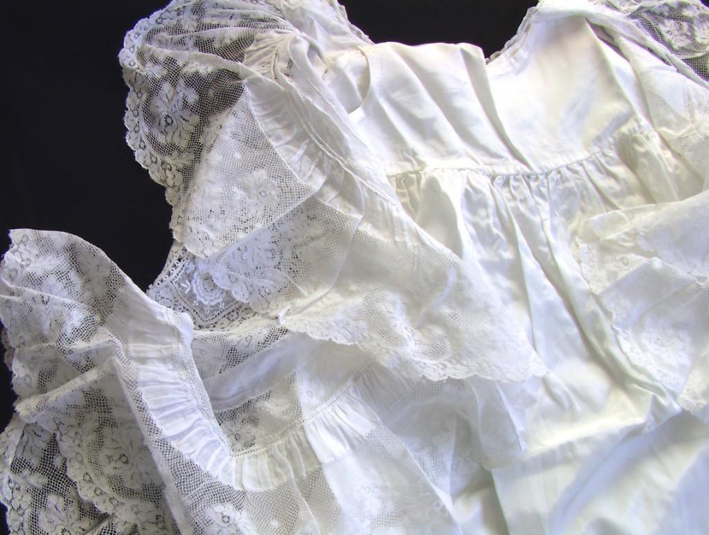 крестильная шелковая рубашка и пелерина 2