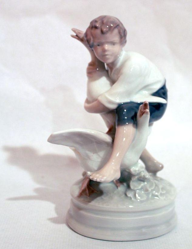 мальчик с гусями Royal Copenhagen 18 см старт 135 евро