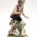 мальчик с кроликами фарфоровая статуэтка