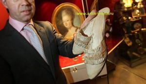 старинные шелковые туфли королевы Мария Антуанетта