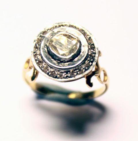 перстень старинный золотой 18К с бриллиантом 0,96 К в серебре, старт 750 евро