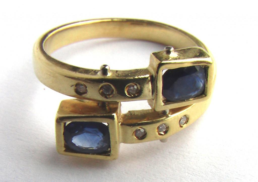 купить золотое кольцо с бриллиантами и сапфиром
