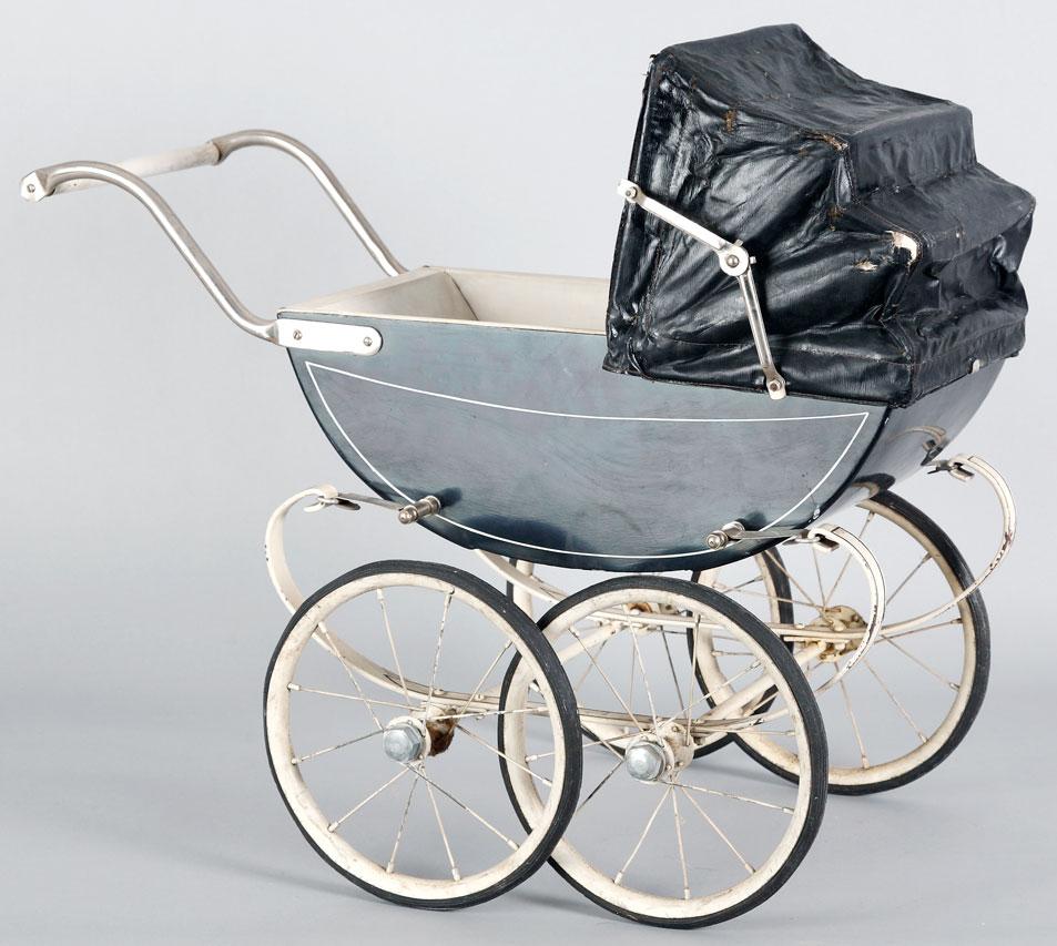 старинная игрушечная прогулочная коляска 55 x 65 x 30 см