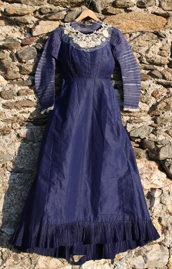 продажа антиквариата старинный текстиль кружева шелковое платье