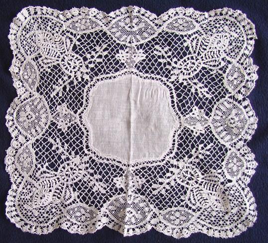 Кружева на носовых платочках