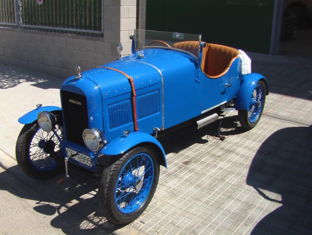 старинный ретро автомобиль