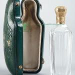 старинный флакон для духов с золотой крышкой в родном футляре 10см старт 350 евро