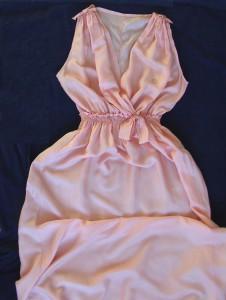 платье из розового шелка