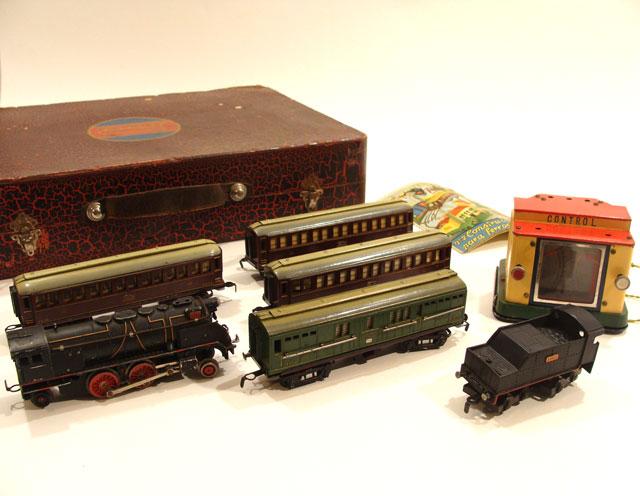 электрическая железная дорога локомотив вагоны