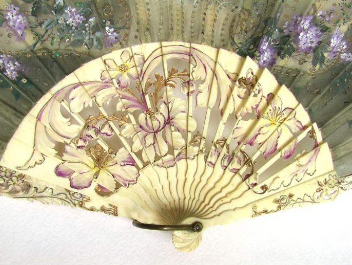 веер испанский старинный резьба по кости шелк пайетки  кость цветы