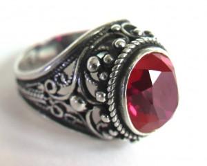 винтажный серебряный перстень с рубиновым корундом